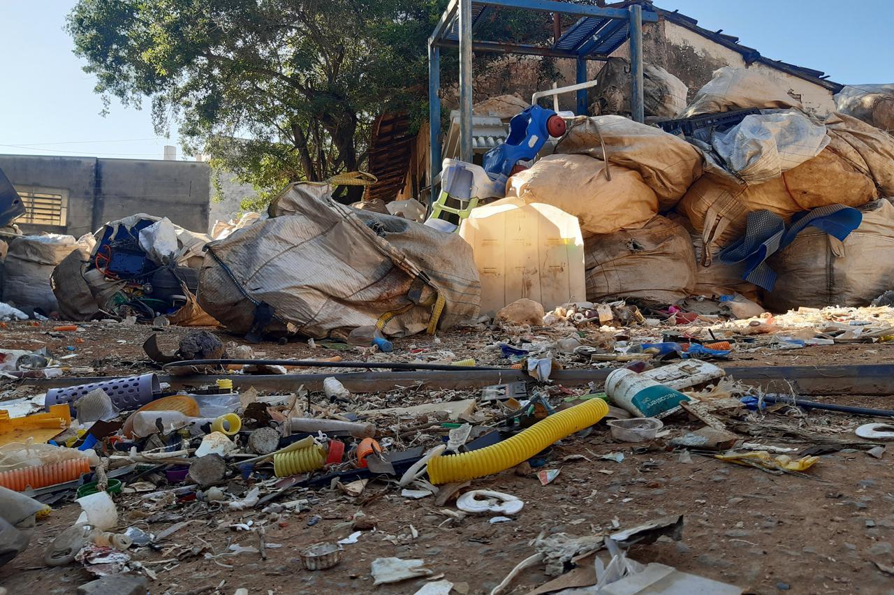 Prefeitura determina fechamento de depósito irregular de reciclagem