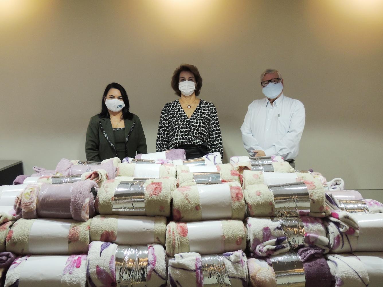 ACIL e CME doam 100 cobertores para o Fundo Social de Limeira