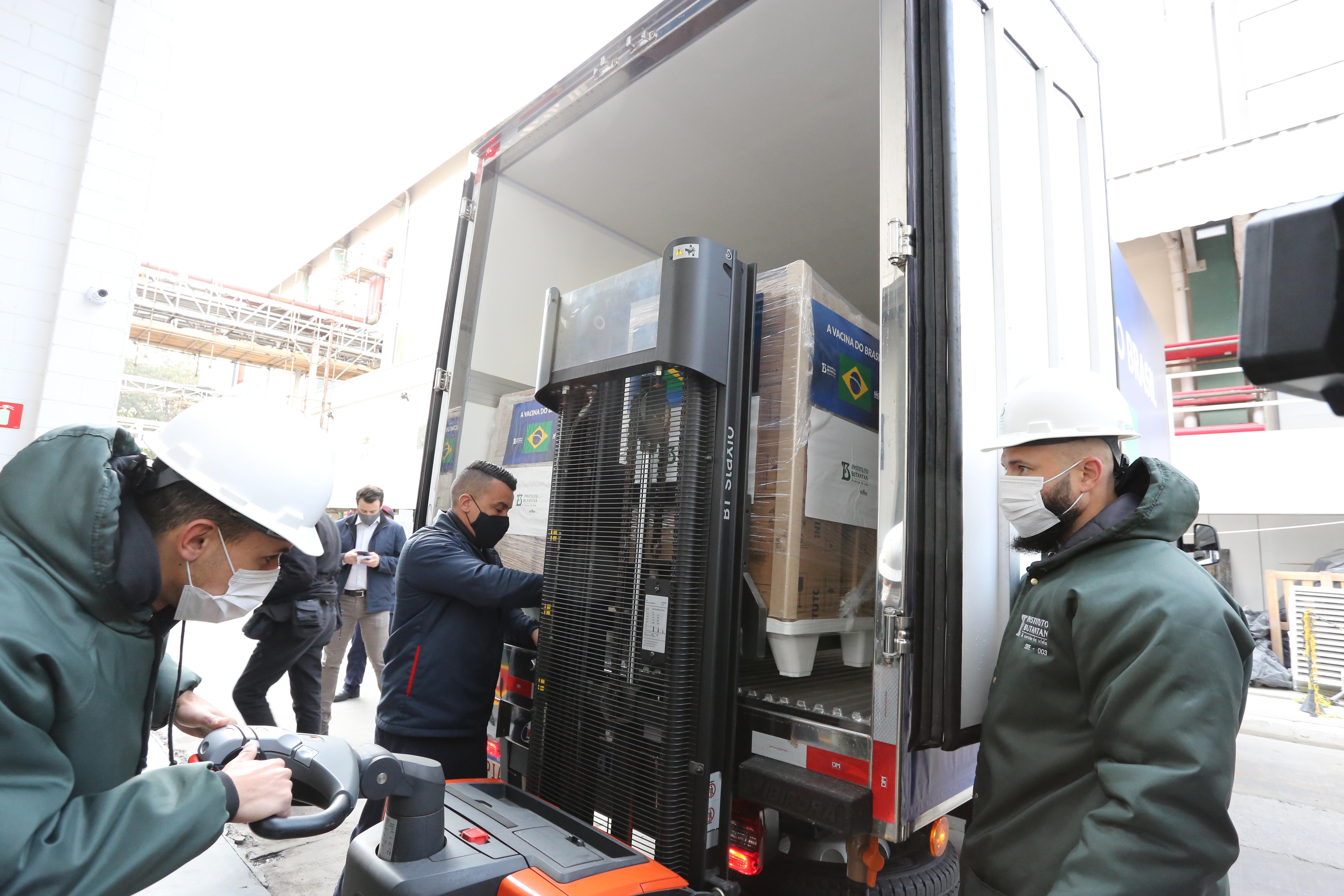 SP entrega mais 1,5 milhão de vacinas do Butantan ao Brasil