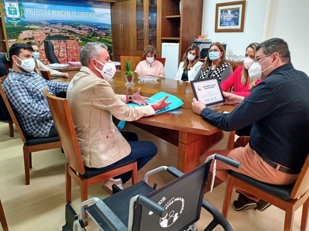 Educação de Cordeirópolis recebe certificado de reconhecimento do movimento Juntos pela Inclusão