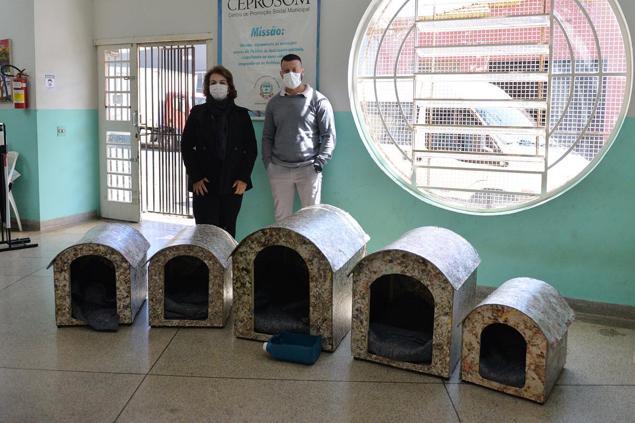 Roberta Botion articula abrigos para cães em Centro de Acolhida de Limeira