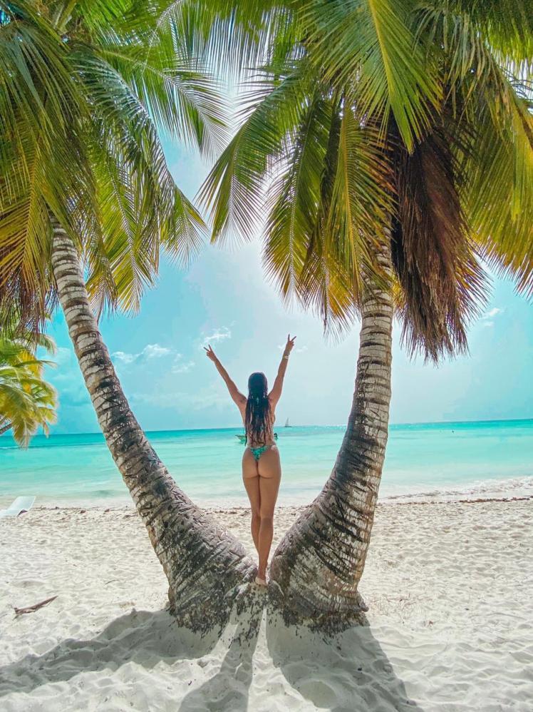 Ex-bailarina do Faustão Fernanda D'avila conhece paraíso caribenho e posta tudo nas redes sociais