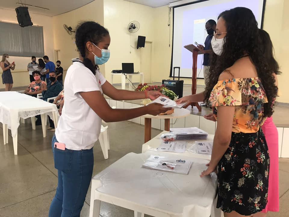 Alunos de Cordeirópolis recebem certificado de conclusão de curso de oficinas socioeducativas