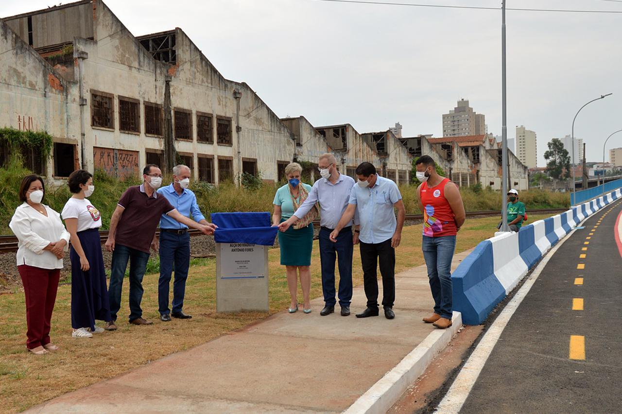 Prefeito de Limeira faz entrega de alça de viaduto e libera marginal oeste