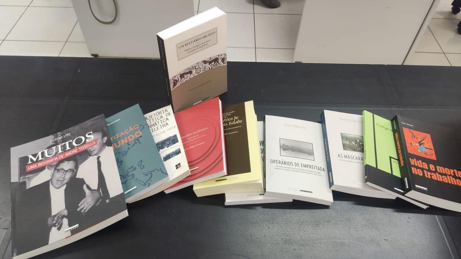 Biblioteca Municipal de Cordeirópolis recebeu 100 livros doados pela UNICAMP