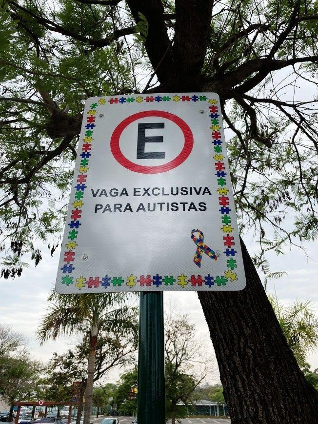 Parque D. Pedro Shopping cria vagas de estacionamento exclusivas para pessoas com autismo